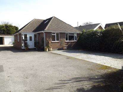 4 Bedrooms Bungalow for sale in Burton, Christchurch, Dorset