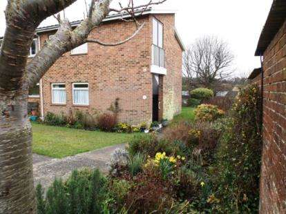 2 Bedrooms Flat for sale in Seaview, Isle Of Wight