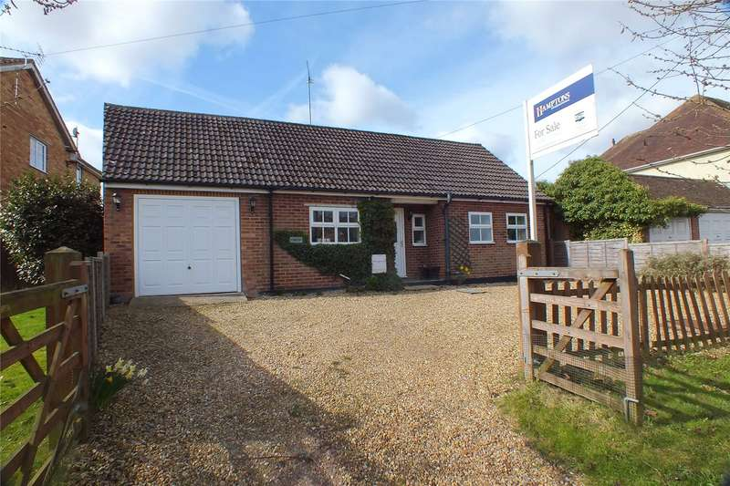 3 Bedrooms Detached Bungalow for sale in Pilcot Road, Crookham Village, Fleet, GU51