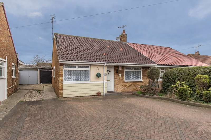 2 Bedrooms Semi Detached Bungalow for sale in Maple Way, Canvey Island, SS8