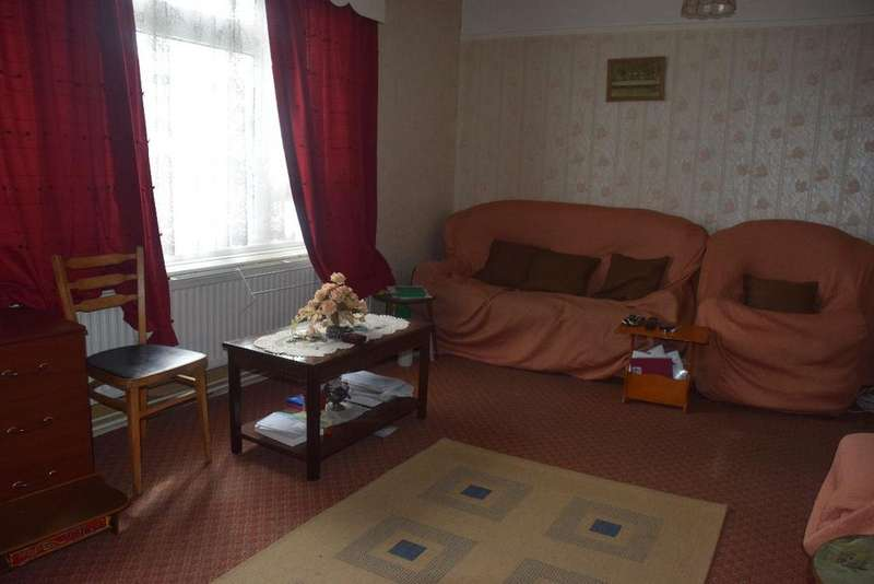 3 Bedrooms Apartment Flat for sale in Pipers Green, London, NW9 8UH
