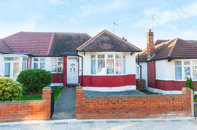 2 Bedrooms Bungalow for sale in Merton Road, Harrow