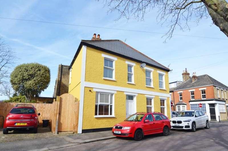 3 Bedrooms Flat for sale in Elmtree Road, Teddington, TW11