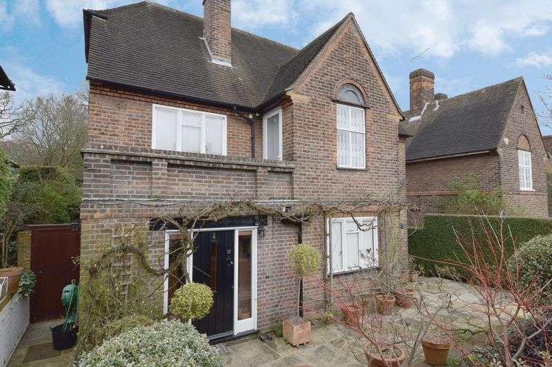 5 Bedrooms Detached House for sale in Northway, Hampstead Garden Suburb, London NW11
