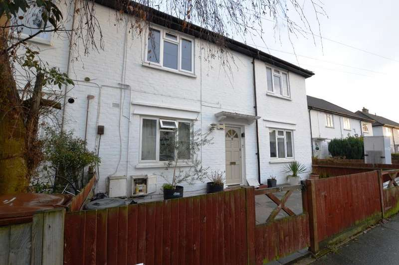 2 Bedrooms Flat for sale in Woodstock Way Mitcham CR4