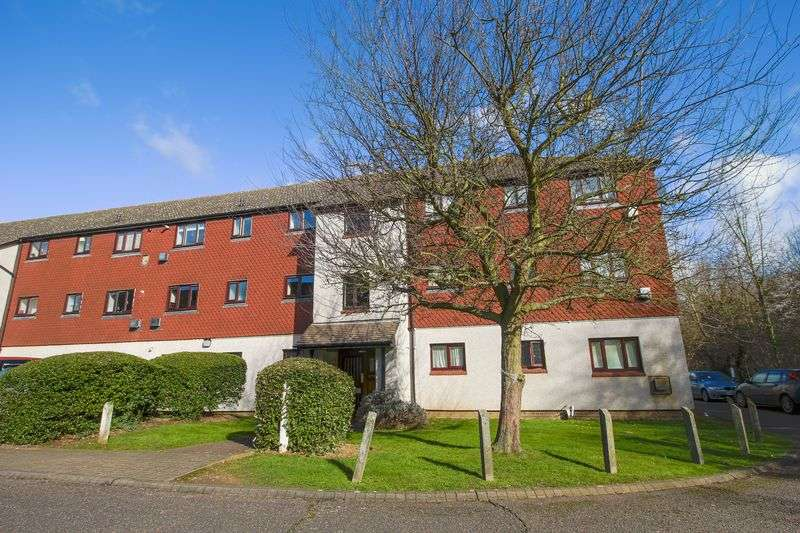 2 Bedrooms Flat for sale in Teviot Avenue, Aveley
