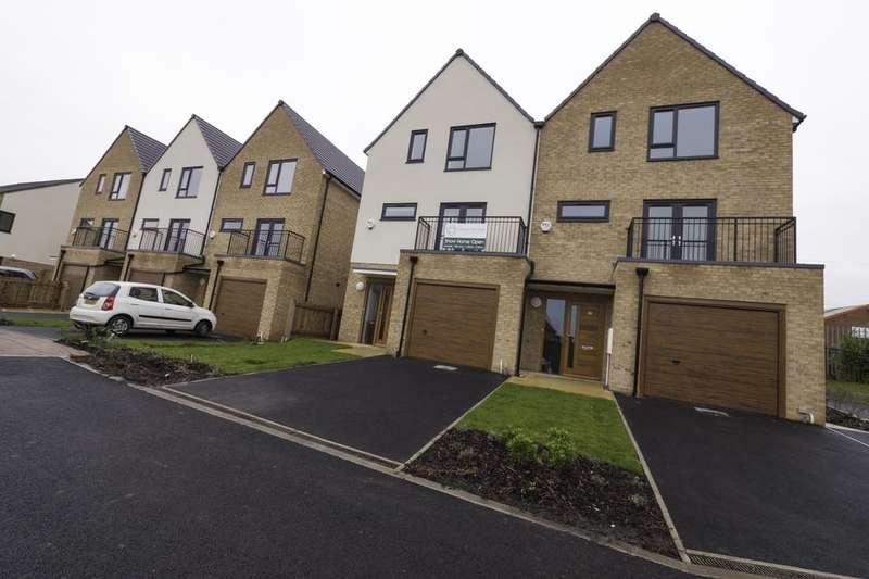 4 Bedrooms Property for sale in Ashley Green, Upper Wortley, Leeds, LS12