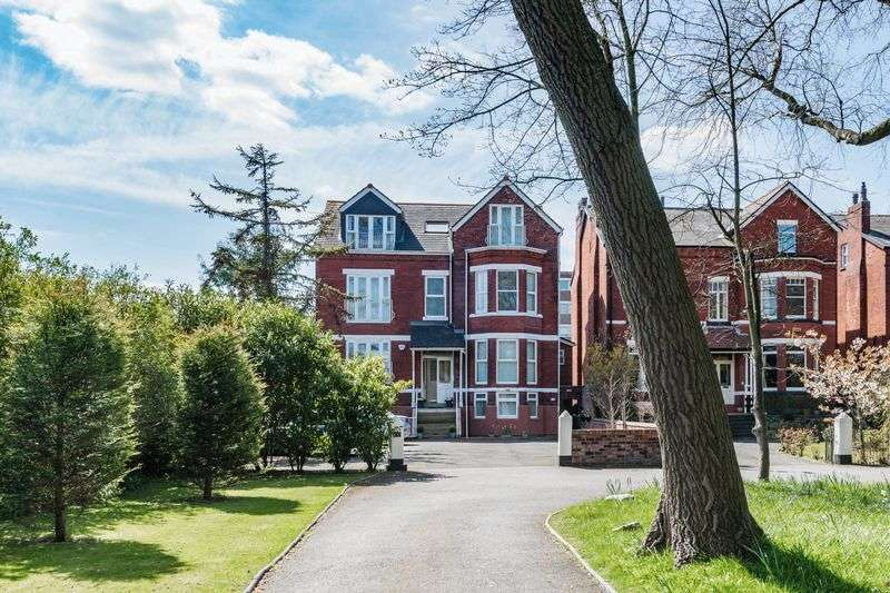 3 Bedrooms Flat for sale in Priory Gardens, Southport