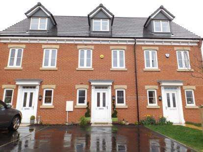 3 Bedrooms Terraced House for sale in Manor House Court, The Portlands, Chesterfield, Derbyshire