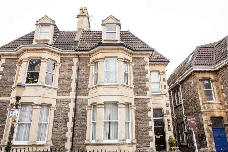 5 Bedrooms Semi Detached House for sale in York Gardens, Bristol
