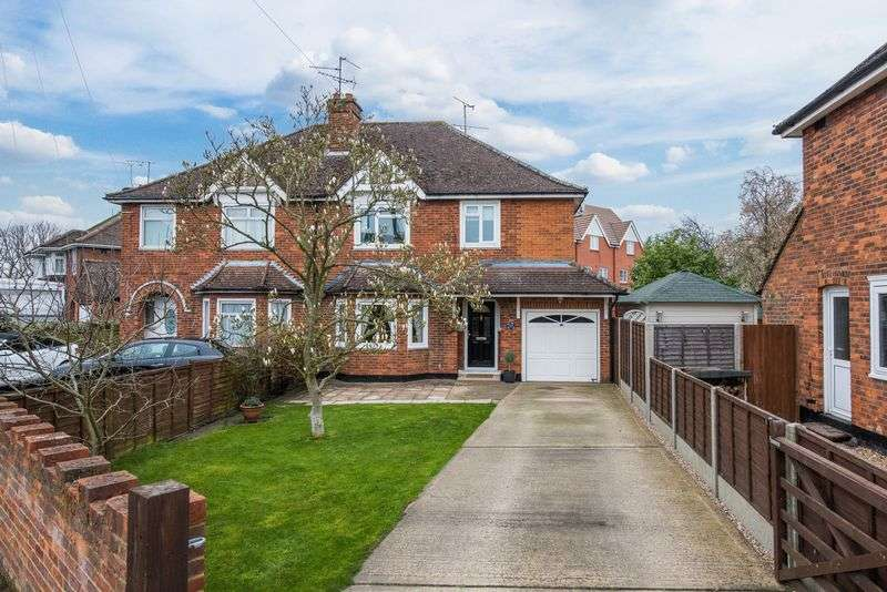 3 Bedrooms Semi Detached House for sale in Mandeville Road, Aylesbury