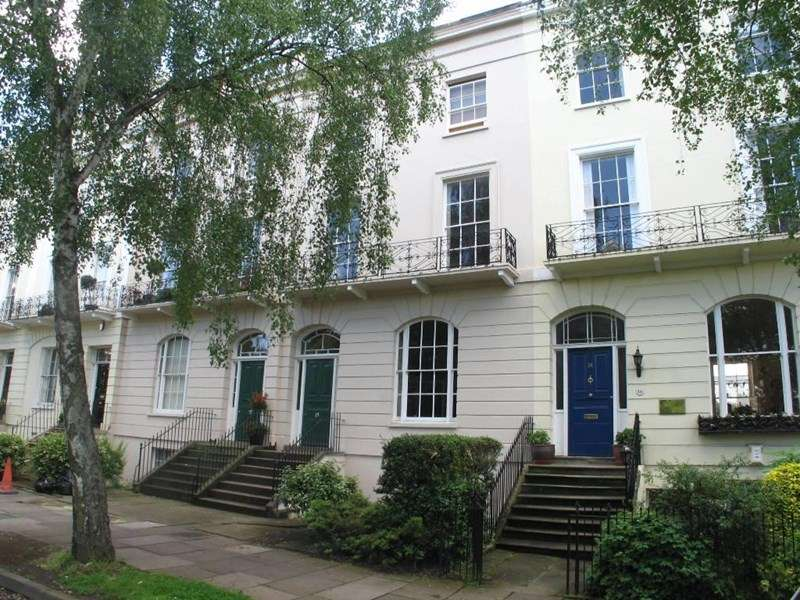 1 Bedroom Flat for sale in Clarence Square, Pittville, Cheltenham