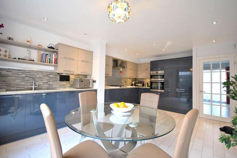 4 Bedrooms End Of Terrace House for sale in Five Oaks Mews, BR1