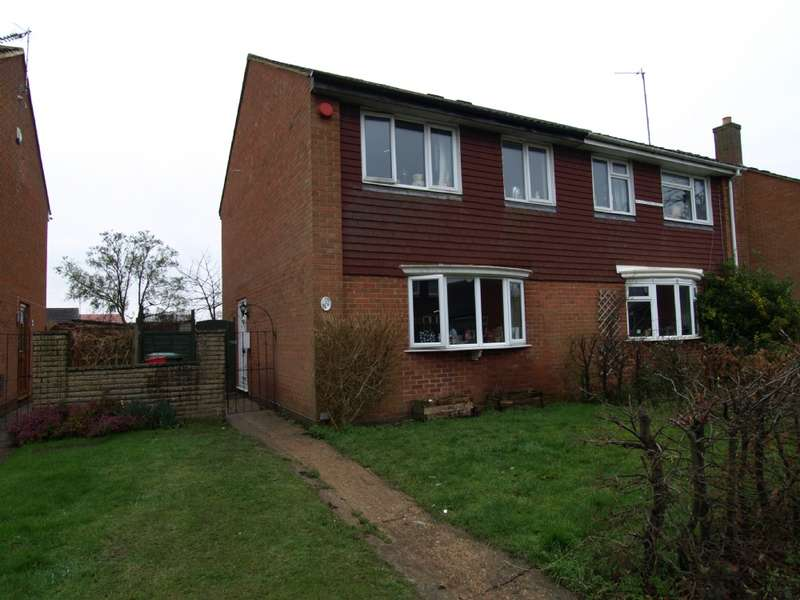 3 Bedrooms Semi Detached House for sale in Lawrence Walk, Newport Pagnell, Buckinghamshire