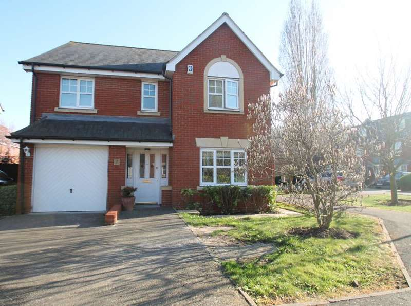 4 Bedrooms Detached House for sale in AMBER LANE, HAINAULT