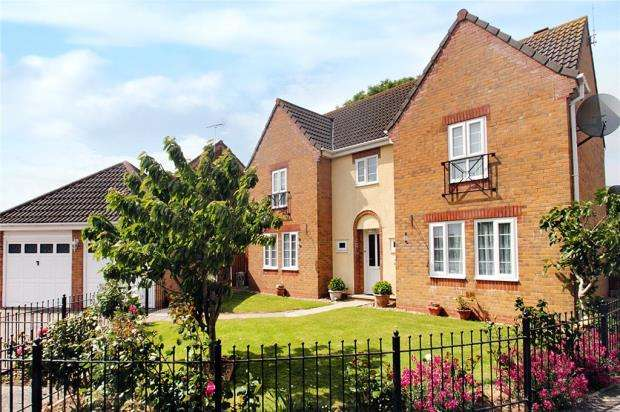 4 Bedrooms Detached House for sale in Toddington Park, Littlehampton, West Sussex, BN17