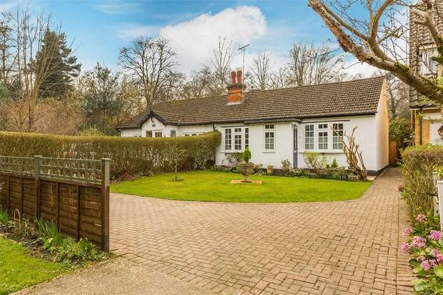 2 Bedrooms Semi Detached Bungalow for sale in St Johns, Woking, Surrey