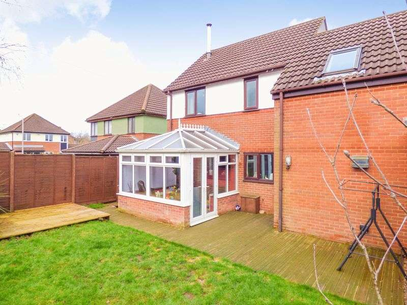 4 Bedrooms Semi Detached House for sale in Butt Field Road, Ashford