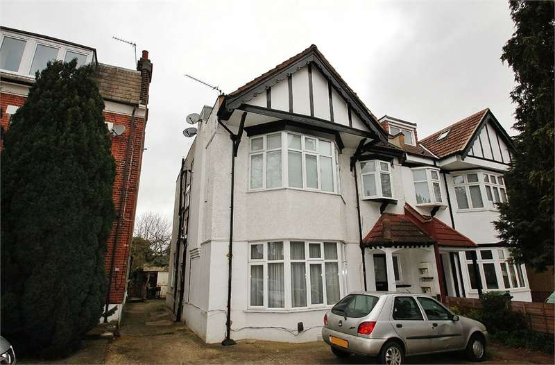1 Bedroom Flat for sale in Hermon Hill, SOUTH WOODFORD E18