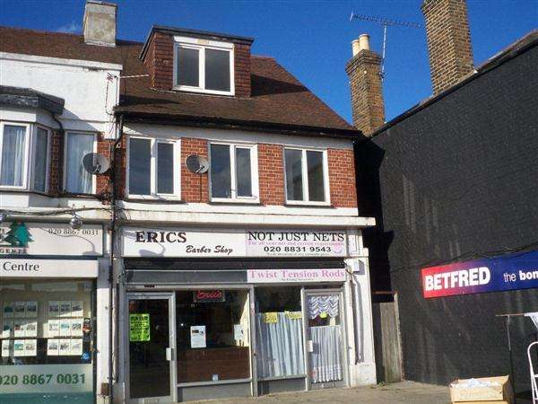3 Bedrooms Apartment Flat for sale in Staines Road, Bedfont