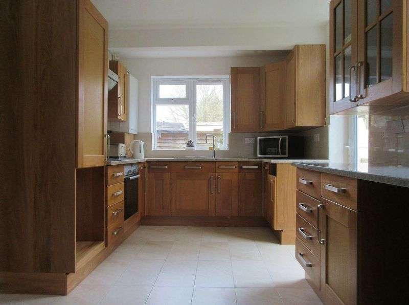 6 Bedrooms Semi Detached House for rent in The Highway, Brighton