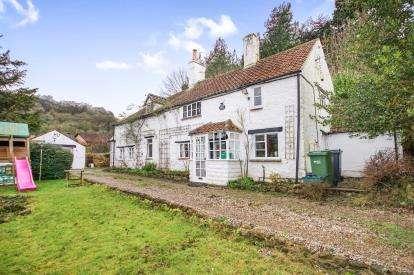 4 Bedrooms Detached House for sale in Tilsdown, Dursley, Gloucestershire