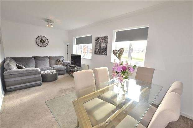 2 Bedrooms Flat for sale in Mollison Square, WALLINGTON, Surrey, SM6 9DB