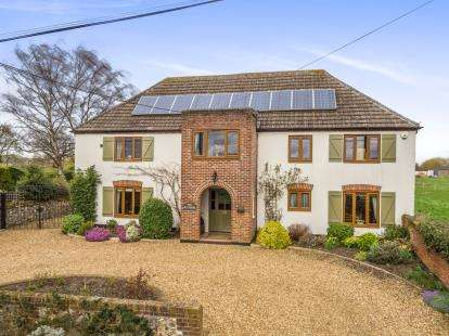 4 Bedrooms Detached House for sale in Necton, Swaffham