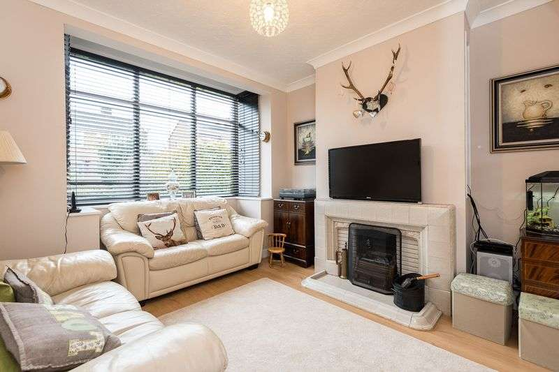 3 Bedrooms Semi Detached House for sale in West Mount, Whelley