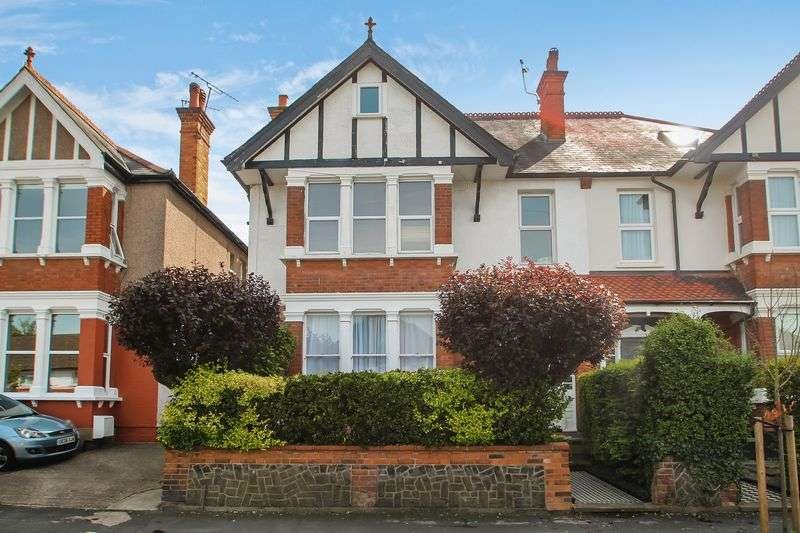 2 Bedrooms Flat for sale in Pinner View, Harrow