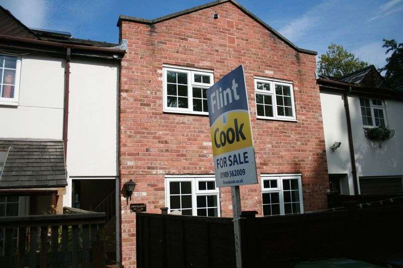 2 Bedrooms Terraced House for sale in Chase Road, Ross-On-Wye