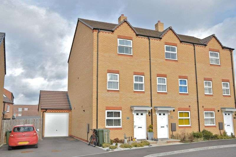 4 Bedrooms Terraced House for sale in Cornflower Drive, Evesham, WR11 3ES