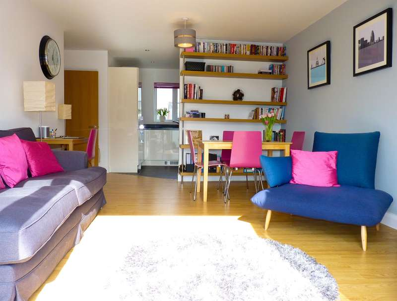 2 Bedrooms Flat for sale in Cowdrey Mews SE6