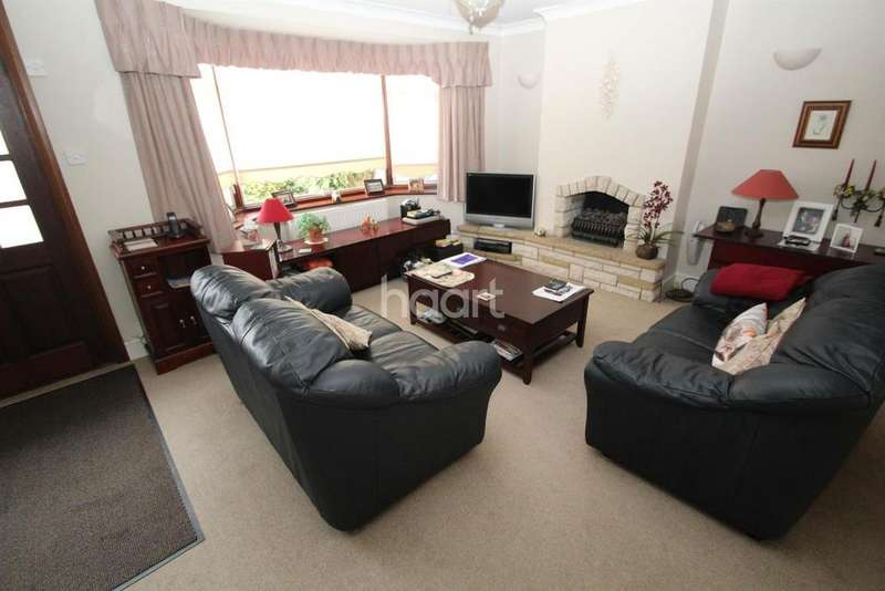 3 Bedrooms Semi Detached House for sale in Oaks Avenue, Collier Row, Romford