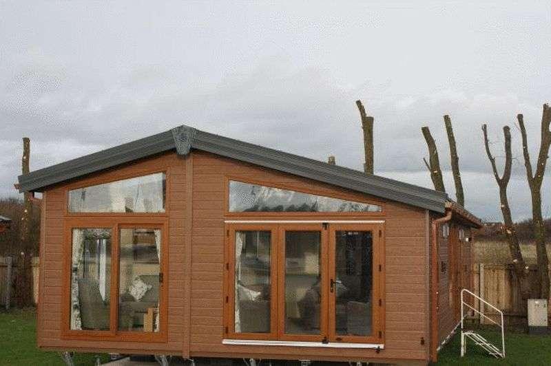 2 Bedrooms Bungalow for sale in Poulton Plaiz Leisure Park, Garstang Road West, Poulton-Le-Fylde, Lancashire, FY6 8AR