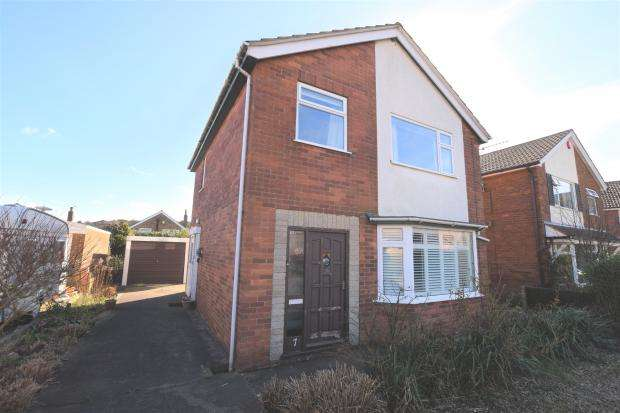 3 Bedrooms Detached House for sale in Sea View Close, Scarborough, North Yorkshire YO11 3JB