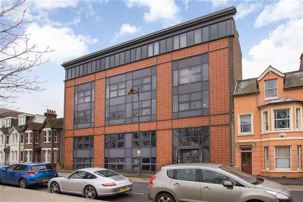 2 Bedrooms Apartment Flat for sale in Westside Apartments, Station Road West, Canterbury