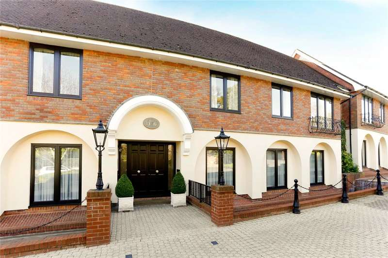 3 Bedrooms Flat for sale in Waterglades, Knotty Green, Beaconsfield, Buckinghamshire, HP9