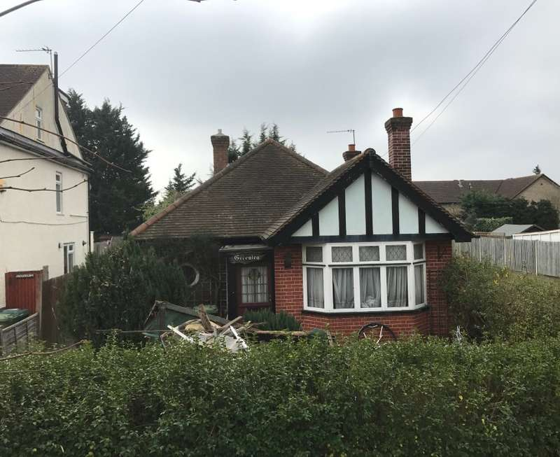 2 Bedrooms Bungalow for sale in Green Lea, Burgoyne Road, Sunbury-on-Thames, Middlesex, TW16 7PP