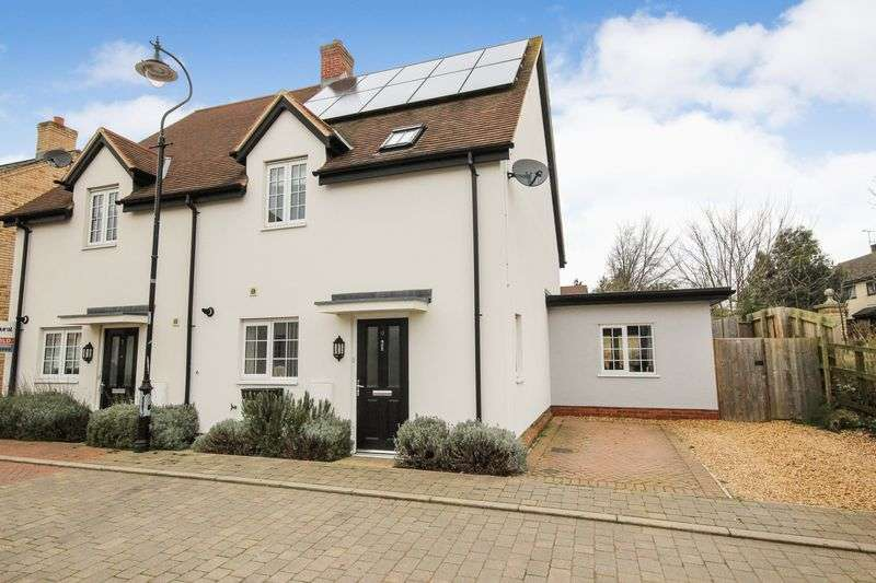 3 Bedrooms Semi Detached House for sale in Pine Walk, Silsoe