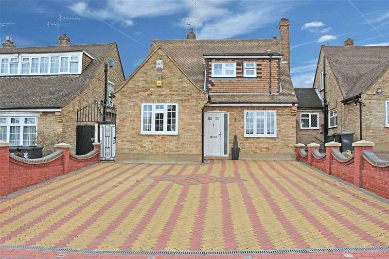 3 Bedrooms Detached House for sale in Dickens Rise, Chigwell