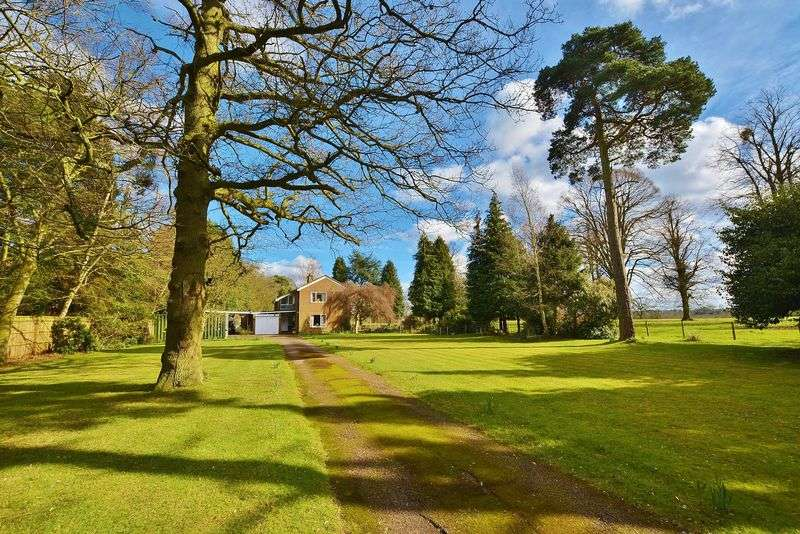 4 Bedrooms Detached House for sale in Pyebush Lane, Beaconsfield