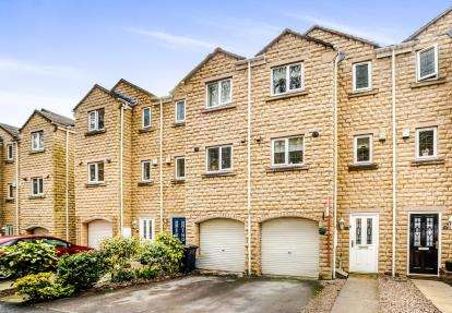 4 Bedrooms Terraced House for sale in Larch Close, Wheatley, Halifax, West Yorkshire
