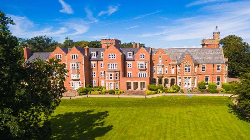3 Bedrooms Flat for sale in Lodge Lane, Poulton-Le-Fylde