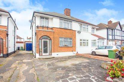 3 Bedrooms Semi Detached House for sale in Dorchester Way, Harrow, London