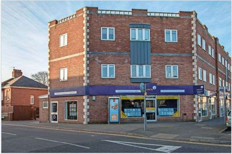 2 Bedrooms Flat for sale in Holdenhurst Road, BH8 8BL