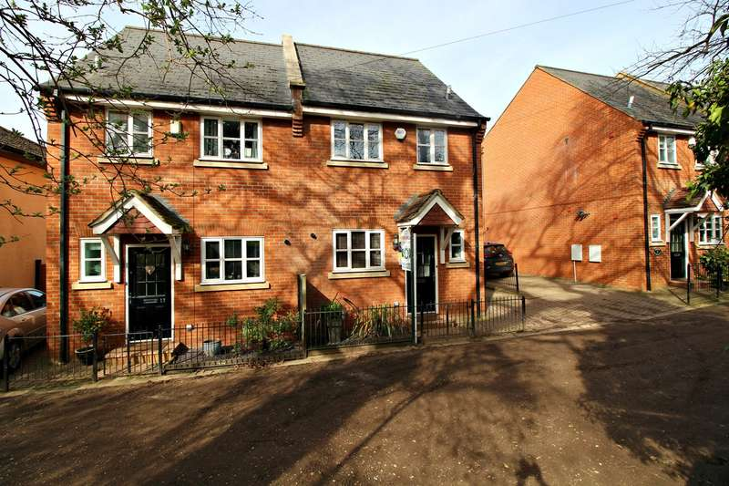 4 Bedrooms Town House for sale in Store House Lane, Hitchin, SG4