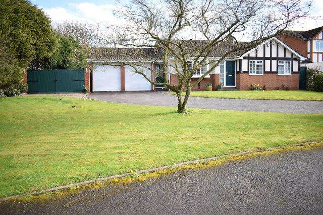 3 Bedrooms Detached Bungalow for sale in Ferndown Close,Turnberry Estate,Bloxwich