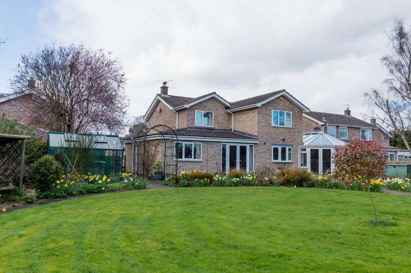5 Bedrooms Detached House for sale in St Nicholas Close, Copmanthorpe, YORK