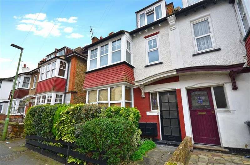 2 Bedrooms Maisonette Flat for sale in Durban Road West, Watford, Hertfordshire